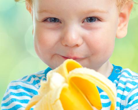 call_garotinho_comendo_banana